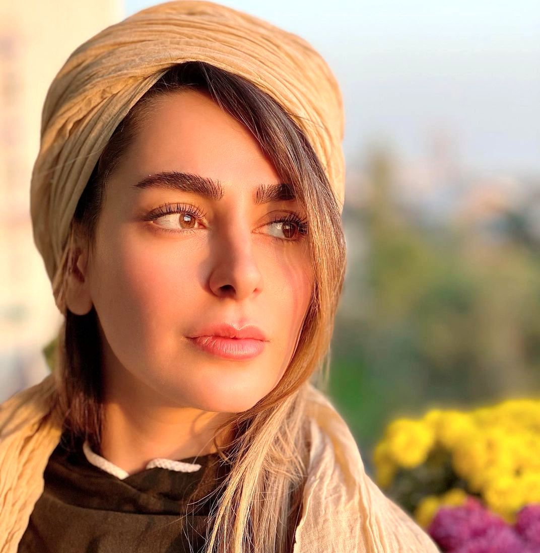 سمانه پاکدل با این همه عکس نامناسب ممنوع الکار نشد؟